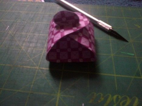 Makes a great wrapping idea for a small gift. .  Free tutorial with pictures on how to make a paper box in under 5 minutes by papercrafting with paper. How To posted by TinyTessieG. Difficulty: Simple. Cost: Absolutley free. Steps: 2