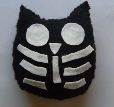 Small owl with a rib cage .  Make a bird plushie in under 40 minutes by needleworking, needlepointing, and felting with felt, needle, and wool. Inspired by owls. Creation posted by ChaosAnonyme. Difficulty: Easy. Cost: Absolutley free.