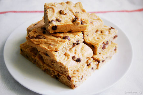 Blondies with a rich peanut butter flavour .  Free tutorial with pictures on how to bake a peanut butter brownie in under 35 minutes by cooking and baking with butter, eggs, and baking powder. Inspired by peanut butter. Recipe posted by Ovenhaven. Difficulty: Simple. Cost: Cheap. Steps: 3