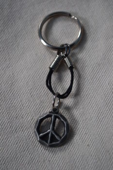 People all over the world, Join in! .  Make a charm keyring in under 30 minutes by beading and jewelrymaking with glue, jump rings, and charms. Inspired by gifts and peace signs. Creation posted by Risa.Hanae (JapZilla). Difficulty: Easy. Cost: Absolutley free.