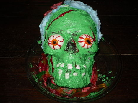 .  Decorate a character cake in under 180 minutes by cooking, baking, decorating food, and cake decorating with food coloring, cake mix, and icing. Inspired by halloween, zombies, and gothic. Creation posted by Rockstar. Difficulty: Simple. Cost: 3/5.