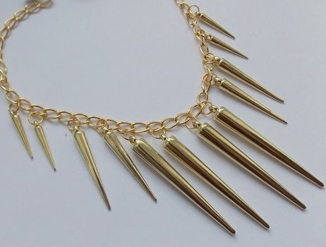 As seen on Romwe & fashion blogs .  Free tutorial with pictures on how to make a spike necklace in under 15 minutes by jewelrymaking with jump rings, chain, and clasps. How To posted by Anna H. Difficulty: Easy. Cost: Cheap. Steps: 3