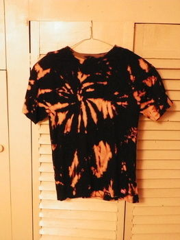 .  Make a decorated top in under 60 minutes by dyeing, bleaching, and bleaching Inspired by clothes & accessories. Version posted by Laura. Difficulty: Simple. Cost: Cheap.