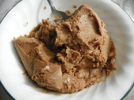 A coffee lovers delight! .  Free tutorial with pictures on how to make caramel ice cream in under 40 minutes using sugar, milk, and cream. Inspired by ice cream, coffee, and caramel. Recipe posted by Laura. Difficulty: 3/5. Cost: No cost. Steps: 4