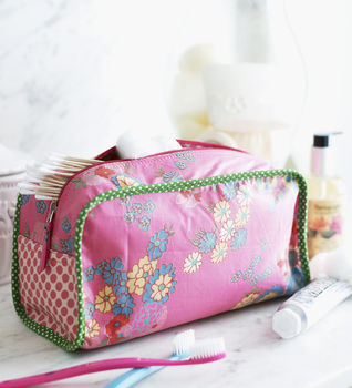 And Sew to Bed .  Free tutorial with pictures on how to make a washbag in under 120 minutes by sewing with zipper, cotton, and cotton. How To posted by Ryland Peters & Small. Difficulty: 3/5. Cost: Cheap. Steps: 5