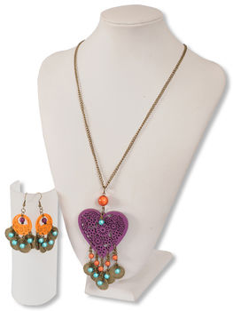 Summer style for sunny days and hot nights! .  Free tutorial with pictures on how to make a pendant necklace in under 60 minutes by jewelrymaking and jewelrymaking with jump rings, jump rings, and chain. Inspired by hearts. How To posted by Beads Unlimited. Difficulty: Easy. Cost: 3/5. Steps: 7