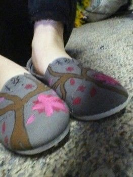 .  Paint a pair of painted shoes in under 180 minutes by creating, drawing, decorating, embellishing, and dyeing Inspired by gifts, kawaii, and flowers. Version posted by Bethany W. Difficulty: 3/5. Cost: 3/5.