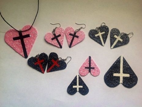 .  Make a recycled necklace by drawing, spraypainting, decorating, embellishing, and jewelrymaking Inspired by gothic, kawaii, and hearts. Version posted by DarkAshHurts. Difficulty: Simple. Cost: Absolutley free.