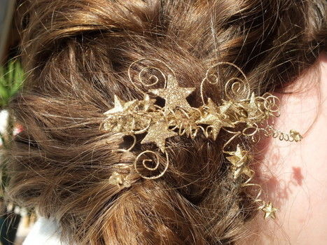 Give your hairdo that little bit extra magic! .  Free tutorial with pictures on how to make a metal hair clip in under 120 minutes by spraypainting, decorating, and jewelrymaking with wire, pliers, and glitter. Inspired by steampunk, fairies, and clothes & accessories. How To posted by Isaura . Difficulty: 3/5. Cost: Cheap. Steps: 7