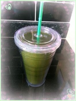 Quick and easy yummy green smoothie .  Free tutorial with pictures on how to mix a green smoothie in under 5 minutes by mixing drinks with blender, chopping board, and glass. Inspired by green day. Recipe posted by neadsk.  in the Recipes section Difficulty: Simple. Cost: Cheap. Steps: 1