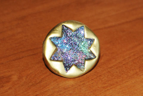 Stay gold pony boy with this glittery ring .  Free tutorial with pictures on how to make a clay ring in under 180 minutes by jewelrymaking and molding with polymer clay, polymer clay glaze, and spray paint. How To posted by Misfit Isle.  in the Jewelry section Difficulty: Simple. Cost: 3/5. Steps: 6
