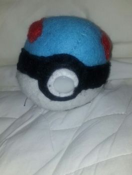 Pokèmon .  Make a ball plushie in under 90 minutes by needleworking with felt, felt, and felt. Inspired by pokemon, costumes & cosplay, and kawaii. Creation posted by arii.rose1998.  in the Needlework section Difficulty: Simple. Cost: 3/5.