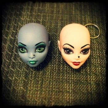 """From the """"build you own doll"""" pkgs .  Make a toy charm in under 5 minutes by jewelrymaking with chain, key ring, and doll. Inspired by clothes & accessories and monster high. Creation posted by Tristahx.  in the Other section Difficulty: Simple. Cost: Cheap."""