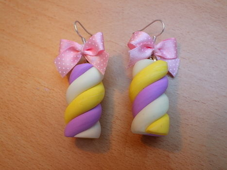 .  Make a pair of clay earring in under 25 minutes by jewelrymaking and  Inspired by food and marshmallows. Version posted by Isaura . Difficulty: Easy. Cost: Cheap.