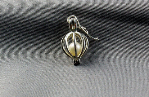Pearl cage pendent .  Free tutorial with pictures on how to make a wire wrapped pendant in under 8 minutes by jewelrymaking, chainmailing, and wireworking with earring hooks and pearl beads. Inspired by gifts, people, and birdcages. How To posted by Riya K.  in the Jewelry section Difficulty: Easy. Cost: No cost. Steps: 4