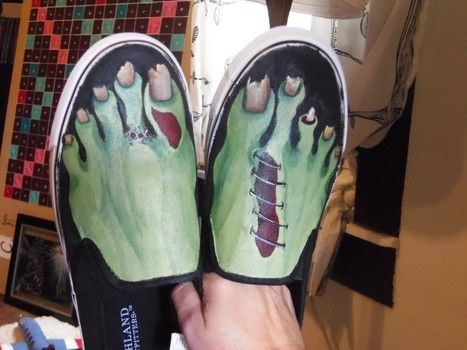 .  Paint a pair of painted shoes in under 120 minutes by creating and decorating Inspired by halloween, zombies, and gothic. Version posted by PunkinsBabie. Difficulty: Simple. Cost: Cheap.