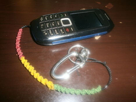 Accessories in reggae colors to customize your cell phone!!! .  Make a beaded charm in under 60 minutes by knotting with waxed thread. Inspired by clothes & accessories. Creation posted by virginia.camargo.3.  in the Other section Difficulty: Easy. Cost: No cost.