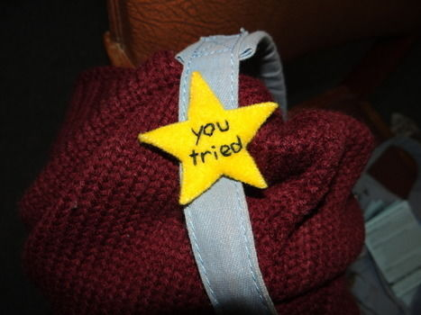 """Based on the tumblr-famous """"you tried"""" star .  Free tutorial with pictures on how to make a fabric brooch in under 30 minutes by needleworking, sewing, and sewing with felt and brooch. Inspired by gifts, vintage & retro, and kawaii. How To posted by Lauren.  in the Needlework section Difficulty: Easy. Cost: Absolutley free. Steps: 4"""