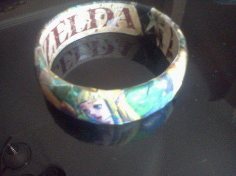 .  Make a paper bracelet in under 45 minutes by papercrafting and decoupaging Inspired by legend of zelda and clothes & accessories. Version posted by Brianna. Difficulty: Simple. Cost: Absolutley free.