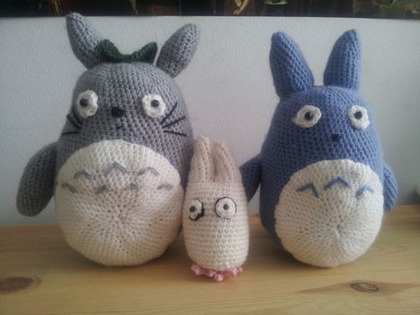 Three seizes  .  Make a bear plushie by crocheting with yarn, beads, and crochet hook. Inspired by anime & manga, my neighbor totoro, and my neighbor totoro. Creation posted by bhvgchf.  in the Yarncraft section Difficulty: Simple. Cost: Cheap.