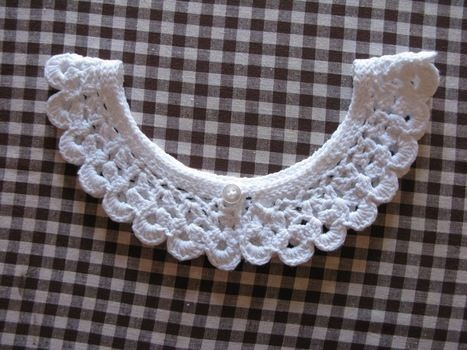 I love it!! .  Stitch a knit or crochet collar in under 120 minutes by yarncrafting and crocheting with yarn, buttons, and crochet hook. Inspired by costumes & cosplay, vintage & retro, and kawaii. Creation posted by Marakyo. Difficulty: Easy. Cost: Absolutley free.