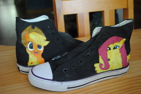 Hand painted sneakers My Little Pony FiM .  Paint a pair of character shoes by creating and decorating with acrylic paint, paint brush, and pattern. Inspired by my little pony. Creation posted by Lea Bee.  in the Art section Difficulty: 3/5. Cost: 3/5.