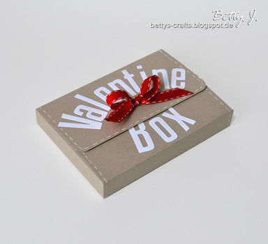 DIY gift card box with simple video tutorial .  Free tutorial with pictures on how to make a paper box in under 40 minutes by papercrafting with scissors, paper trimmer, and die. How To posted by Betty J.  in the Papercraft section Difficulty: Simple. Cost: Absolutley free. Steps: 1