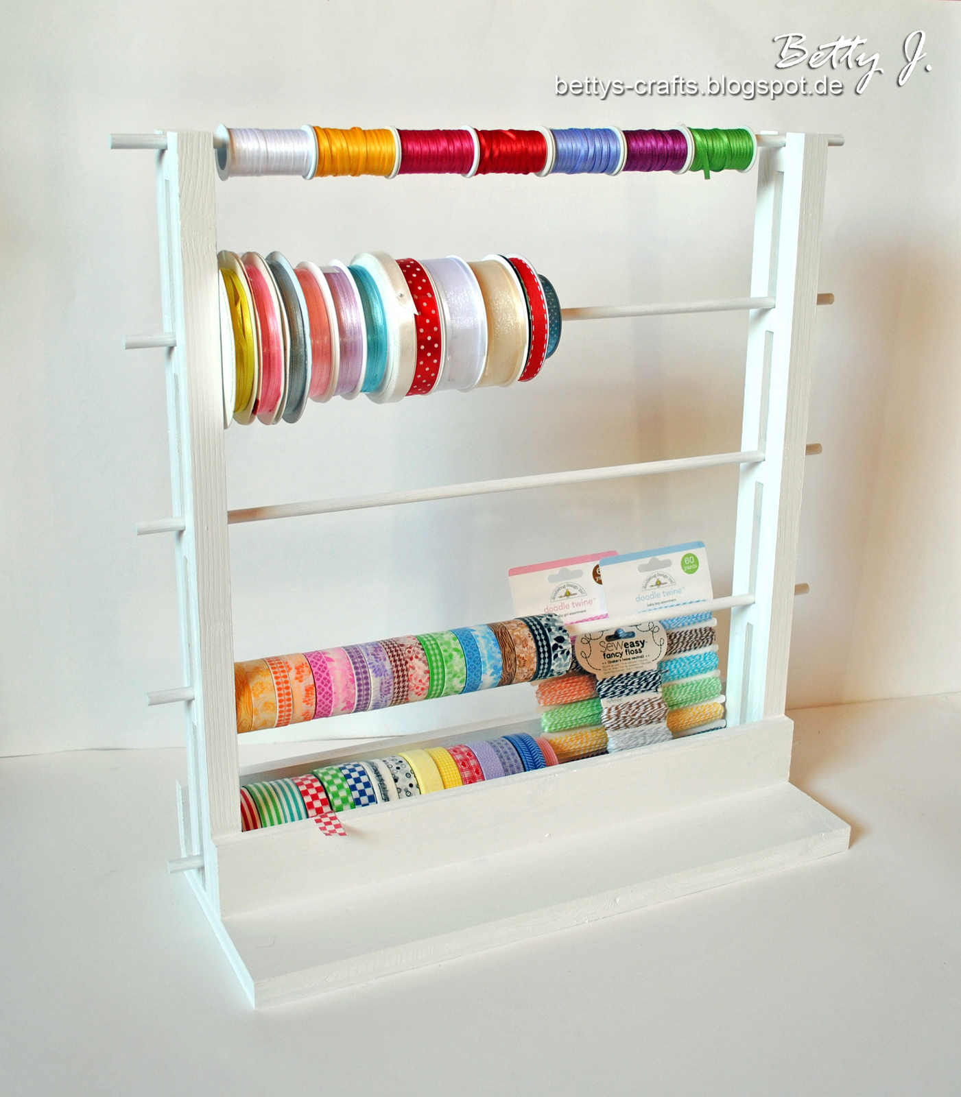 diy storage for ribbons and washi tapes how to make a hook or rack home diy on cut out keep. Black Bedroom Furniture Sets. Home Design Ideas