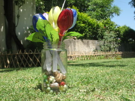 Tulips by arrangement of plastic spoons .  Free tutorial with pictures on how to make a recycled model in under 10 minutes by decorating with elastic band and plastic spoon. Inspired by flowers. How To posted by Riya K.  in the Decorating section Difficulty: 4/5. Cost: Absolutley free. Steps: 9