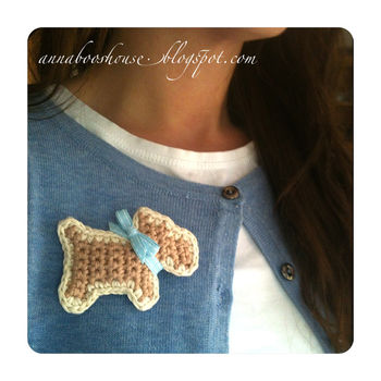 Whip up a natty brooch in no time at all. .  Free tutorial with pictures on how to sew a fabric animal brooch in under 45 minutes by crocheting with yarn, ribbon, and tapestry needle. How To posted by Annaboos House.  in the Yarncraft section Difficulty: Easy. Cost: Cheap. Steps: 3