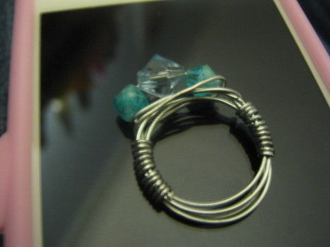 .  Make a wire wrapped ring in under 15 minutes by beading, jewelrymaking, and wireworking Inspired by clothes & accessories. Version posted by craftgirl14. Difficulty: Easy. Cost: Cheap.