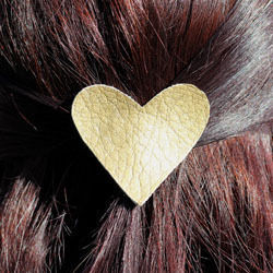 Show your hair some love .  Free tutorial with pictures on how to make a fabric hair clip in under 5 minutes by jewelrymaking and jewelrymaking with leather. Inspired by hearts. How To posted by With Lovely,.  in the Jewelry section Difficulty: Easy. Cost: Absolutley free. Steps: 4
