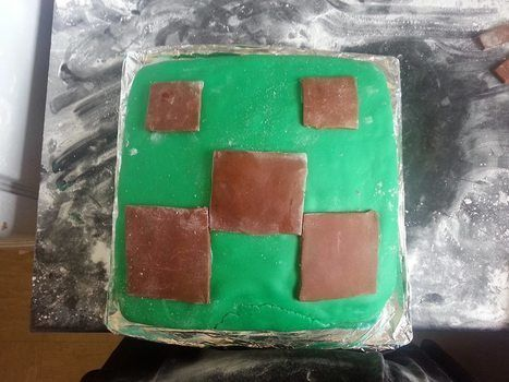 Geeky nommy minecraft cake goodness .  Decorate a computer game cake in under 120 minutes by baking and decorating food with cake, roll icing, and roll icing. Inspired by minecraft. Creation posted by bbw_jenn.  in the Recipes section Difficulty: 3/5. Cost: 3/5.