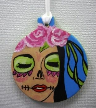 Hand painted  .  Create art / a model in under 60 minutes by creating, drawing, decorating, and embellishing with ribbon, acrylic paint, and varnish. Inspired by gifts, people, and flowers. Creation posted by artefact. Difficulty: Simple. Cost: No cost.