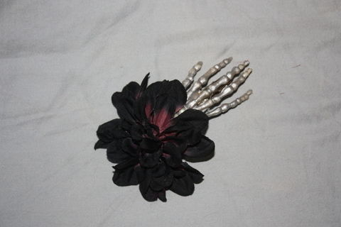 Super easy!  .  Free tutorial with pictures on how to make a toy hair clip in under 5 minutes using hair clips and fake flowers. Inspired by costumes & cosplay, flowers, and clothes & accessories. How To posted by SabrinaLovesPandora.  in the Other section Difficulty: Easy. Cost: Absolutley free. Steps: 1