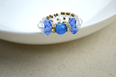 Medium diy bow rings for mothers day out of seed beads and glass beads