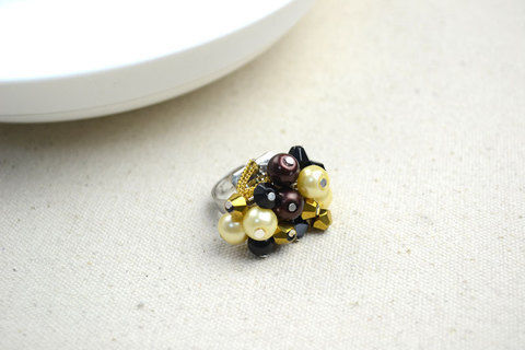 Cheap diy crafts-how to make birthstone rings .  Free tutorial with pictures on how to make a cluster ring in under 120 minutes by jewelrymaking with pearl beads and bicone beads. Inspired by clothes & accessories. How To posted by .  in the Jewelry section Difficulty: Easy. Cost: Cheap. Steps: 9