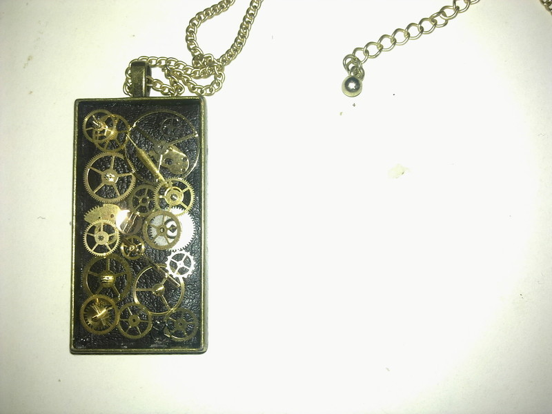 Ring In The Steampunk Decor To Pimp Up Your Home: Steampunk Pendant · How To Make A Hardware Necklace