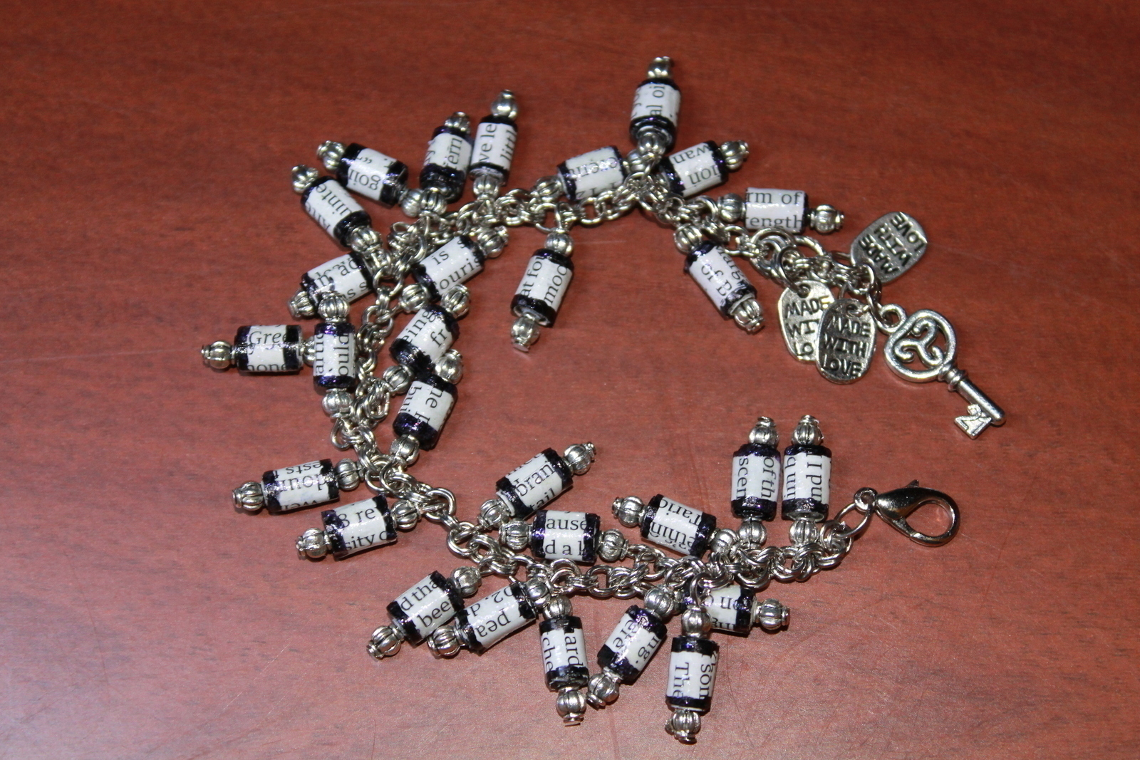 paper beads tutorial Paper bead tutorial 05092011 one time i was seriously considering buying a pair of sandals because they were offering a free bonus paper bead necklace.