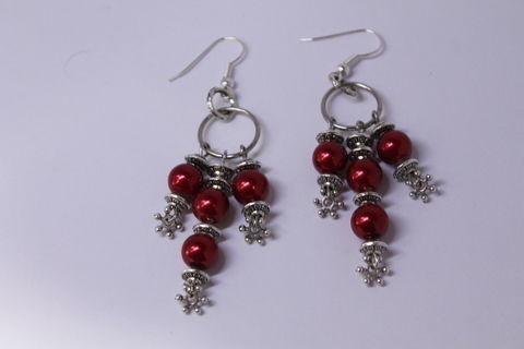A perfect wear for a valentine's day!! .  Make a pair of chandelier earrings in under 120 minutes by jewelrymaking with beads, earring hooks, and jewelry wire. Inspired by clothes & accessories. Creation posted by Wilma S.  in the Jewelry section Difficulty: Simple. Cost: Cheap.