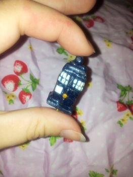 A wee polymer clay Tardis :) for all you whoovians out there.  .  Mold a clay pendant in under 10 minutes by jewelrymaking and potting with polymer clay. Inspired by dr who, vintage & retro, and kawaii. Creation posted by Hdoddles .  in the Jewelry section Difficulty: 4/5. Cost: Absolutley free.