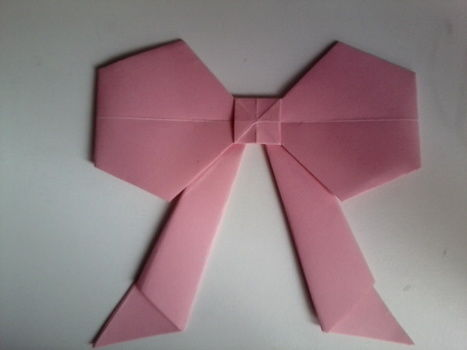 .  Fold an origami shape in under 10 minutes by creating, papercrafting, and paper folding Inspired by gifts and bows. Version posted by Blub<3. Difficulty: 4/5. Cost: Absolutley free.