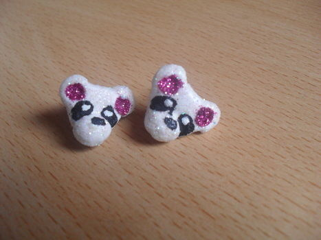 Sparkly little panda's! .  Sculpt a set of clay animal earrings in under 120 minutes by applying makeup and decorating with glue, paint, and glitter. Inspired by kawaii, pandas, and clothes & accessories. Creation posted by Isaura .  in the Jewelry section Difficulty: 3/5. Cost: Absolutley free.