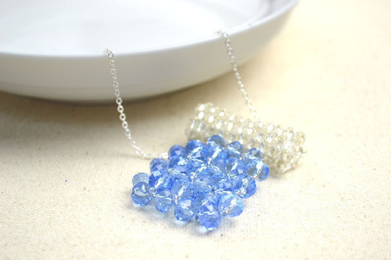 Making Bead Necklace Patterns With Glass Beads · How To Make A ...