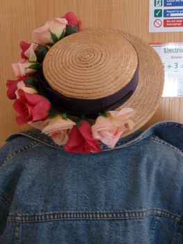 What to do with your homemade lana del rey/festival flower garland/head bands .  Make a fedora hat in under 2 minutes by applying makeup with hair band and hat. Inspired by summer holidays, vintage & retro, and people. Creation posted by .  in the Decorating section Difficulty: Easy. Cost: 3/5.