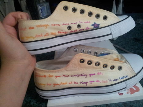 Put a Song in Your Steps! .  Free tutorial with pictures on how to paint a pair of painted shoes in 5 steps by creating, spraypainting, decorating, embellishing, bleaching, and bleaching with paint, marker pen, and finishing spray. Inspired by gifts, birthdays, and music & bands. How To posted by Jackkie.  in the Art section Difficulty: Easy. Cost: Cheap.