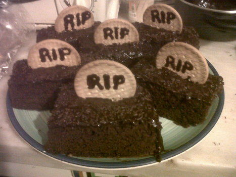 Delicious graves for your halloween party .  Decorate an object cake in under 40 minutes by creating, cooking, baking, decorating food, decorating, and embellishing with cookies, chocolate frosting , and chocolate sprinkles. Inspired by halloween. Creation posted by Rose Construction. Difficulty: Simple. Cost: Absolutley free.