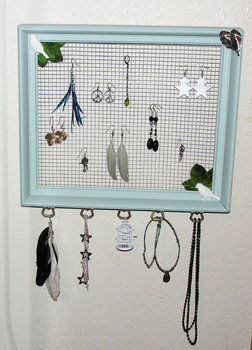 Bird Themed Jewelry Organizer .  Make a jewelry frame in under 180 minutes by constructing with chicken wire and frame. Creation posted by Harmonees.creations.  in the Home + DIY section Difficulty: 4/5. Cost: 4/5.