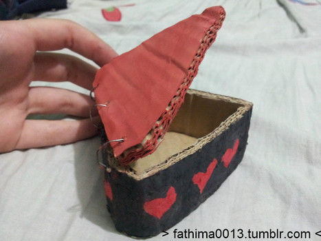 Really cute and easy to make......made it for my sweet elder sis......<3 .  Free tutorial with pictures on how to make a recycled box in under 60 minutes by papercrafting, constructing, decorating, and embellishing with wire and cardboard. Inspired by gifts. How To posted by fathima A. Difficulty: Easy. Cost: No cost. Steps: 7
