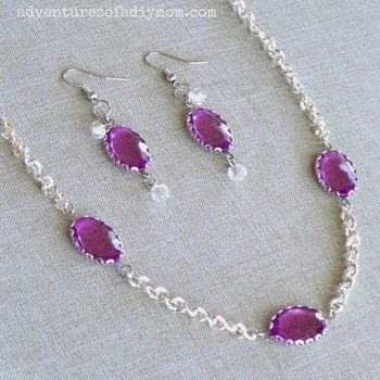 This violet necklace and earring set is simple, yet elegant. .  Free tutorial with pictures on how to make a pendant necklace in under 30 minutes by jewelrymaking with chain, lobster clasp, and wire cutters. How To posted by Rachel.  in the Jewelry section Difficulty: Easy. Cost: 3/5. Steps: 2